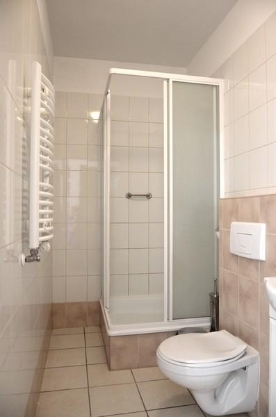 Prysznic w pokoju z noclegiem